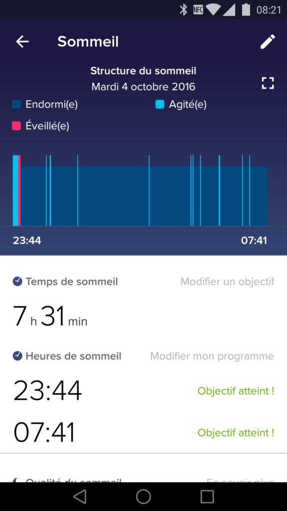 Le bracelet Fitbit peut suivre votre sommeil.