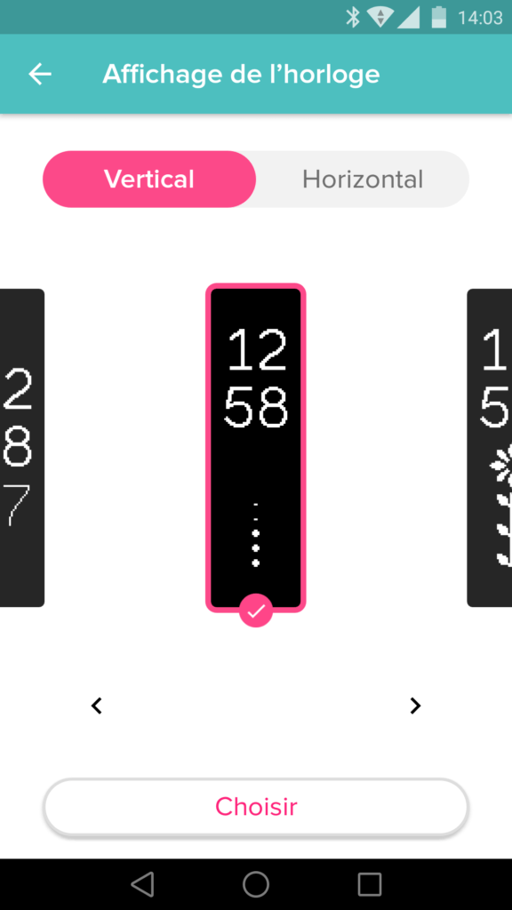L'écran OLED possède plusieurs cadrans verticaux et horizontaux.