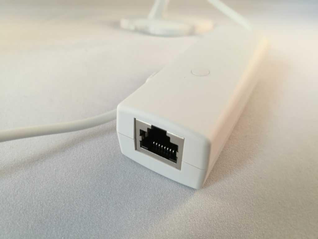 Ce connecteur sert à la transmission via Ethernet. Il permet aussi l'alimentation PoE ou via USB.