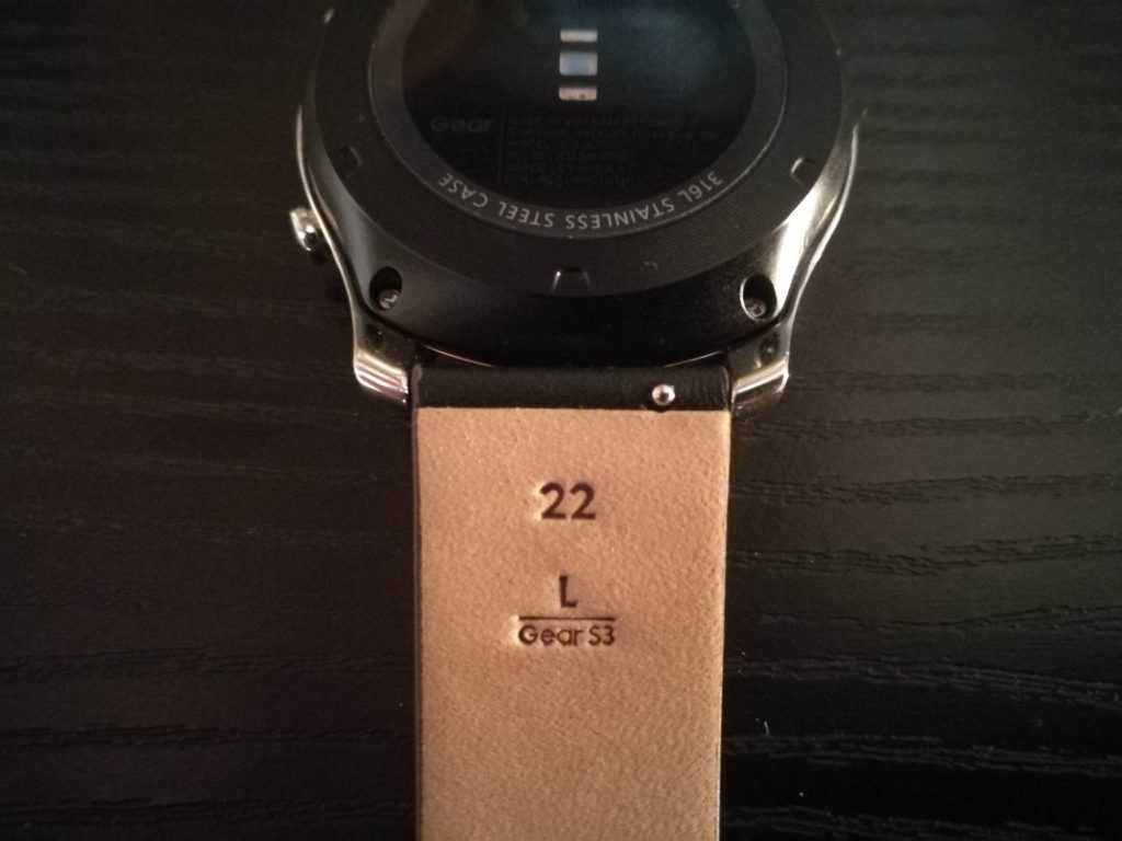 Samsung reviens à un système de bracelet plus classique.