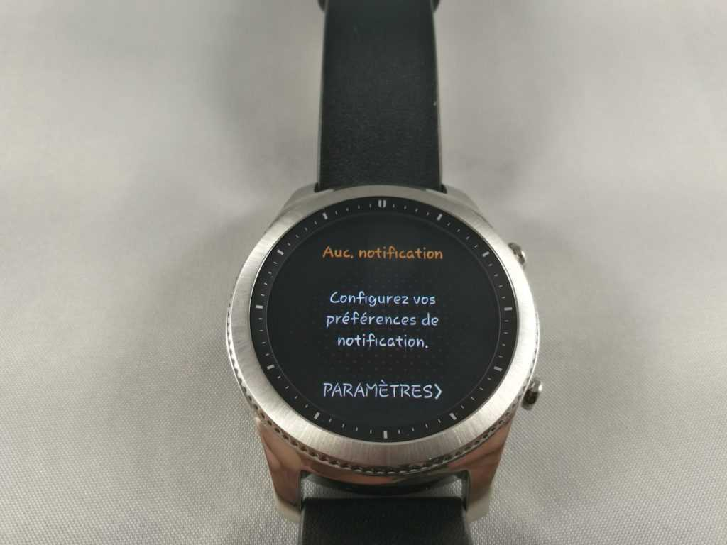 La Gear S3 peut afficher vos notifications reçues sur le téléphone.