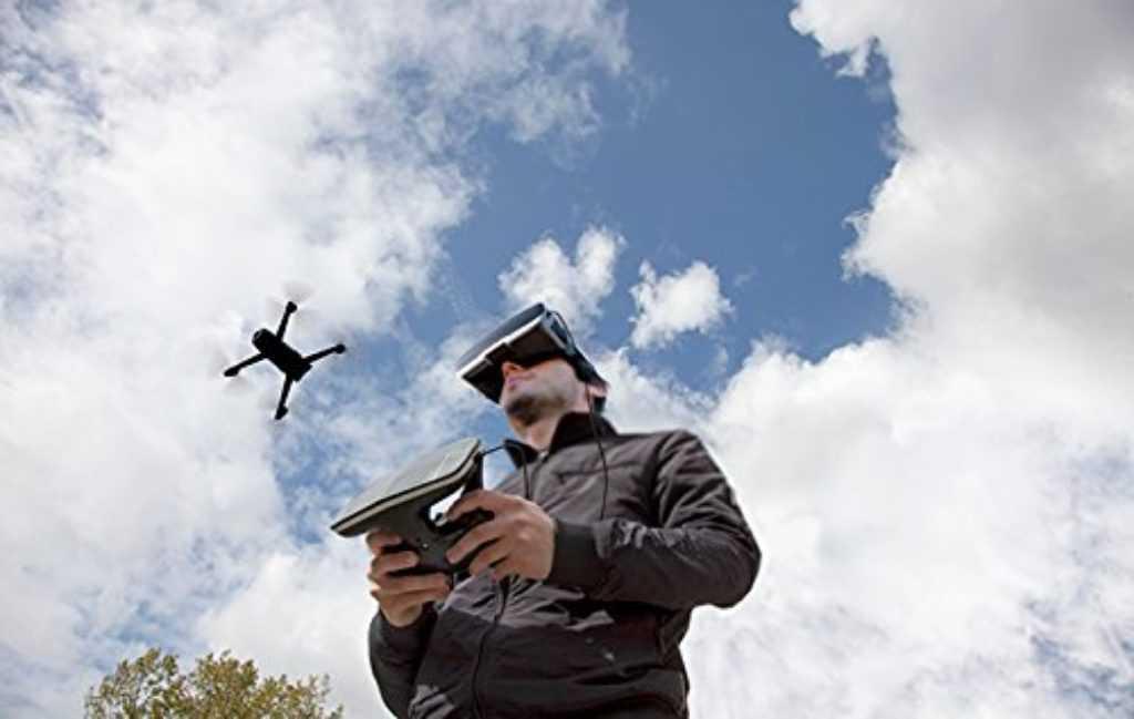 Drone Parrot avec casque VR