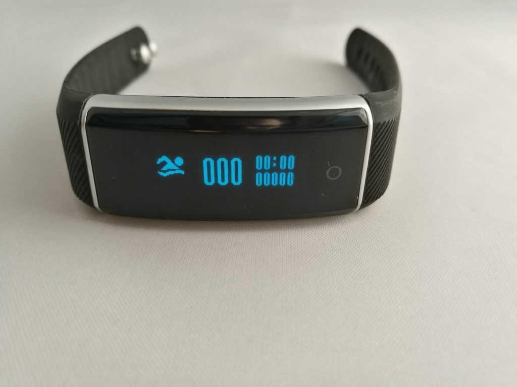 Le ZeBand est sensé effectuer un suivi de la natation, mais rien ne permet de récolter les données dans l'application.