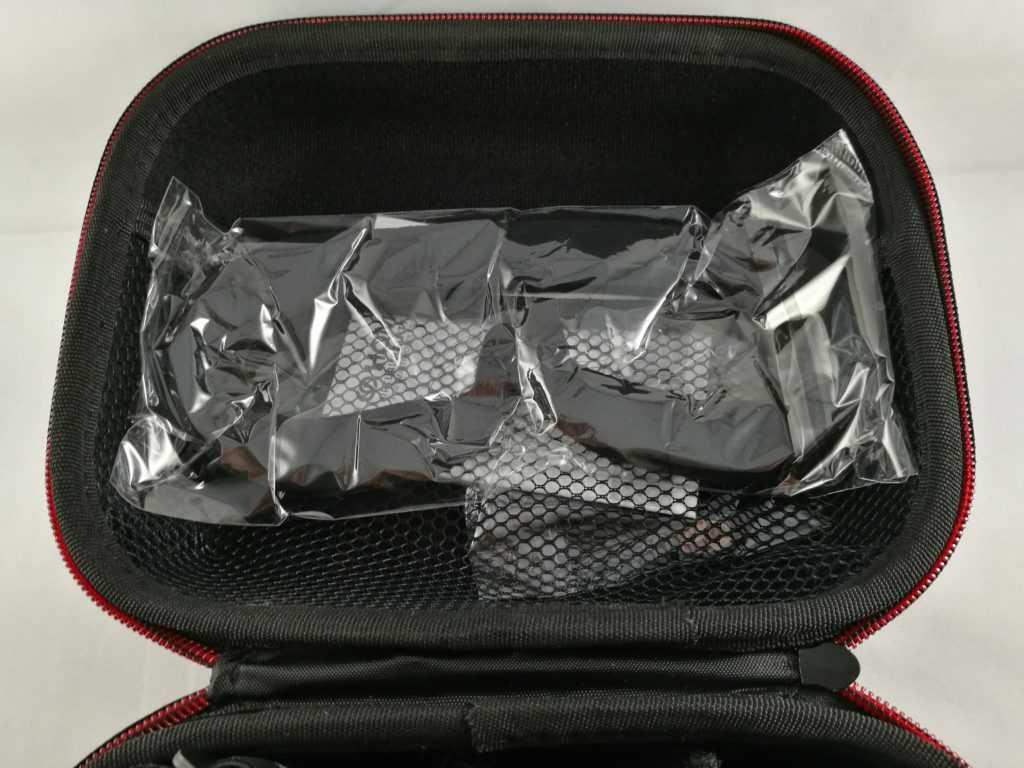 Une mousse de remplacement est incluse dans la valise de transport.