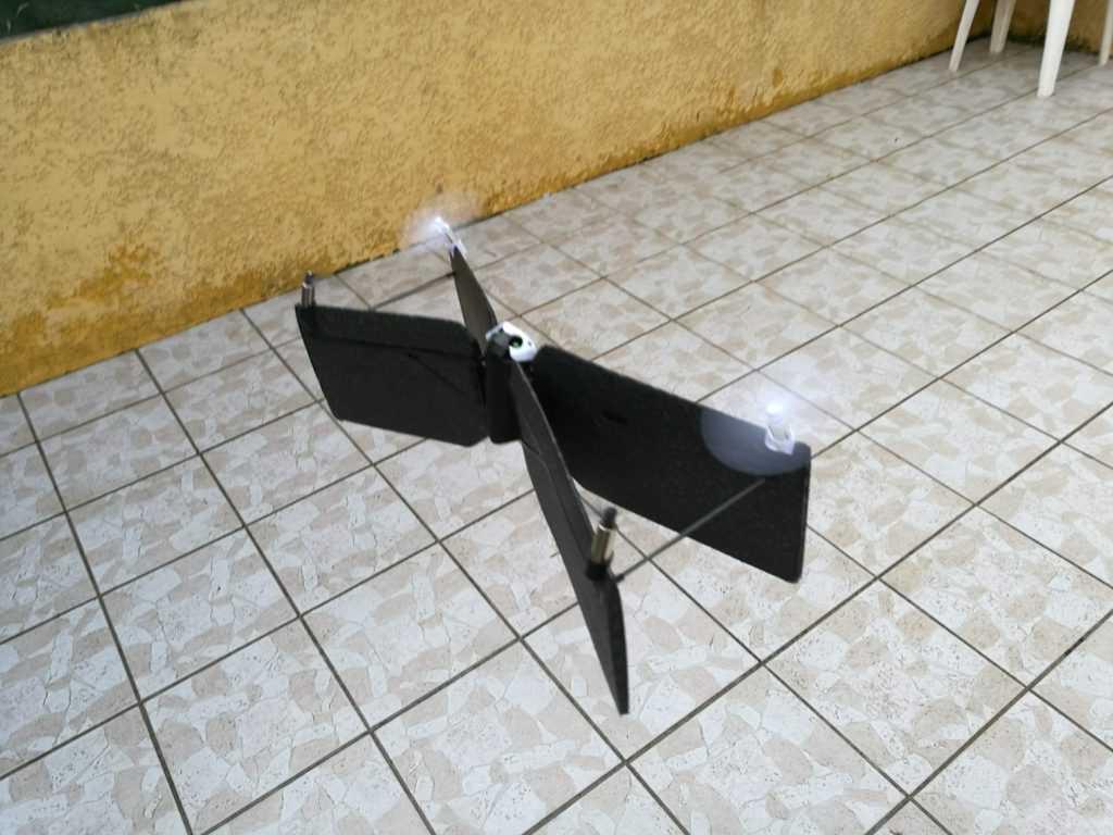 Le drone se stabilisera tout seul après le décollage.