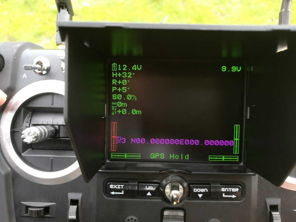 L'écran LCD permet d'obtenir les relevés télémétriques du drone.