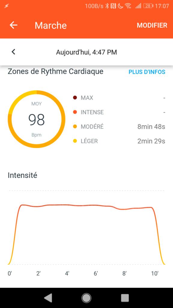 La montre calcule le rythme cardiaque en temps réel.