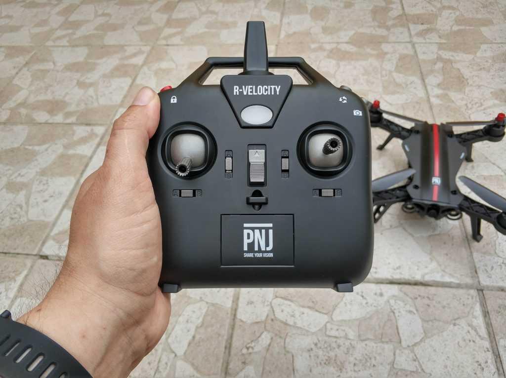 Radiocommande en main drone R-Velocity