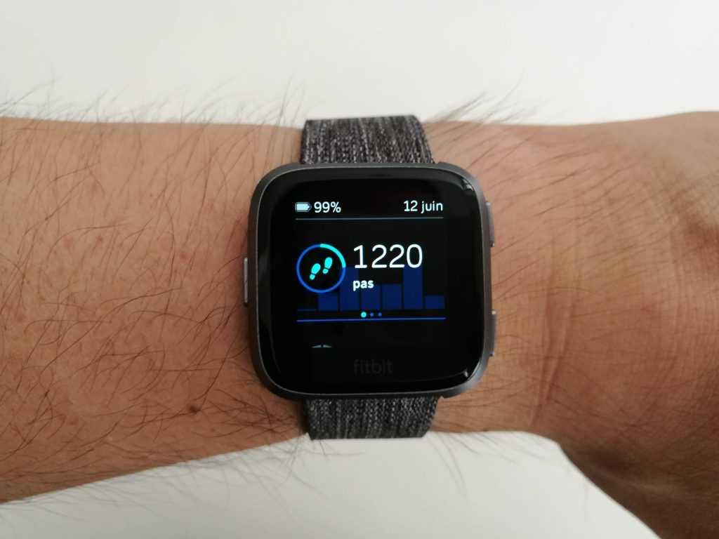 test avis fitbit versa enfin la smartwatch que nous attendions. Black Bedroom Furniture Sets. Home Design Ideas