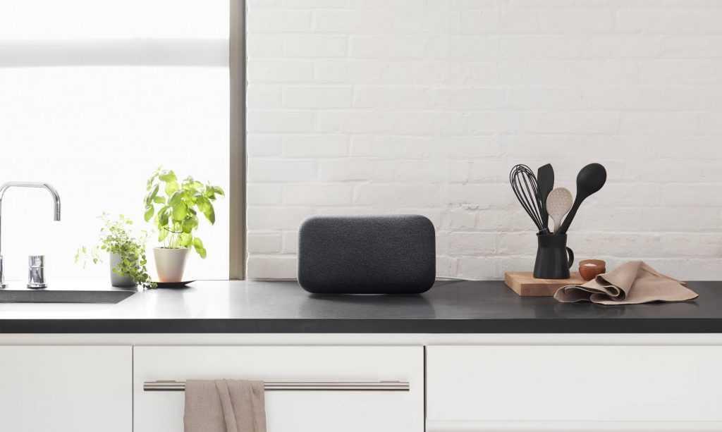 Google Home Max posé sur un bureau