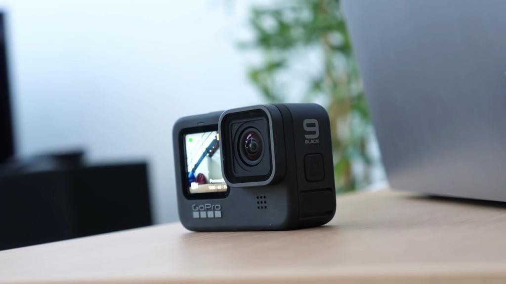 GoPro HERO9 Black sur le côté