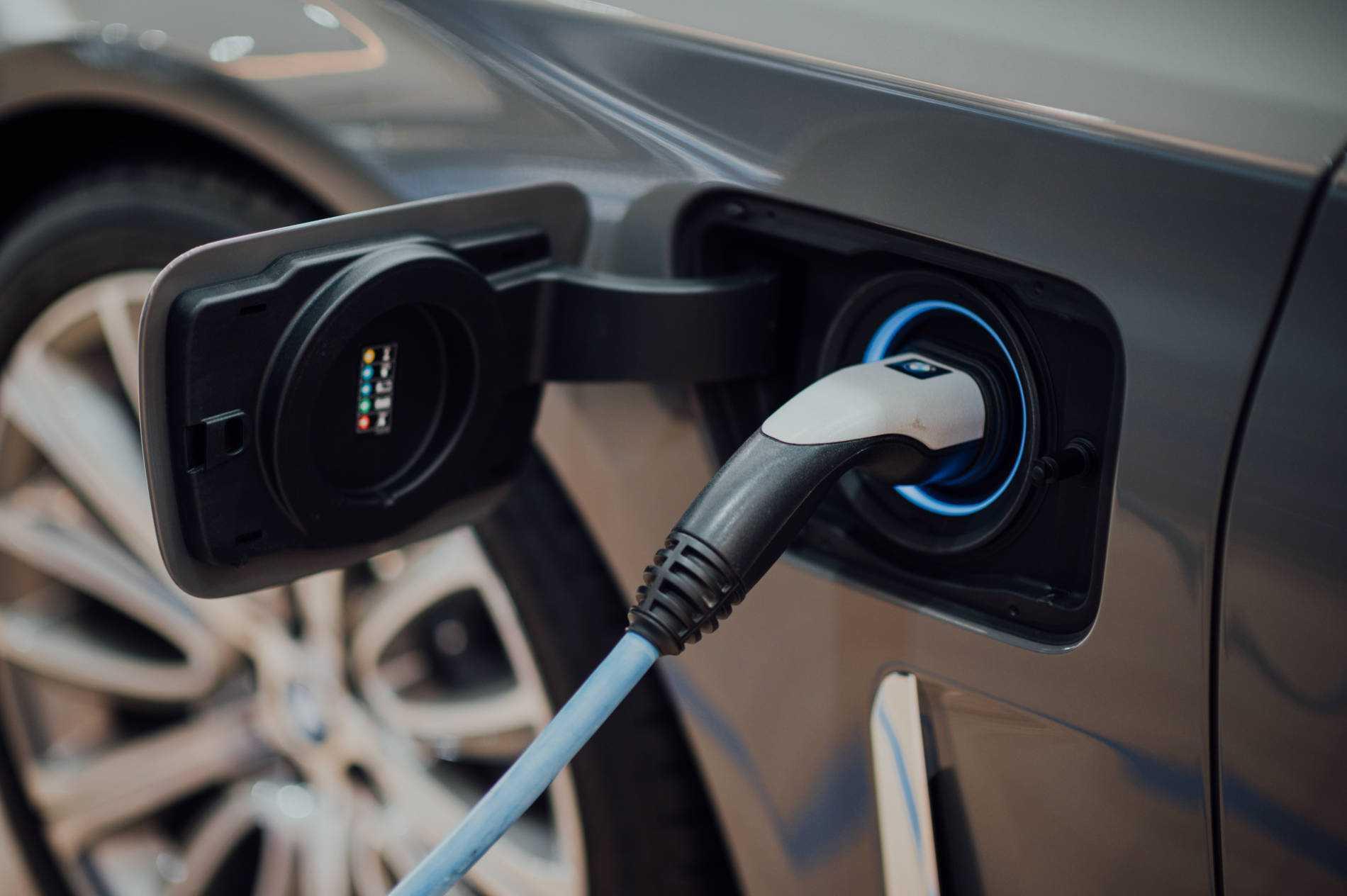 Voitures électriques: comment trouver la borne de recharge la plus proche