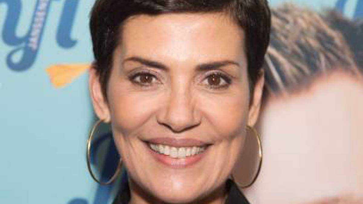 """Cristina Cordula déprogrammée de M6 ? """"Incroyables transformations"""" vole la vedette aux """"Reines du shopping"""""""
