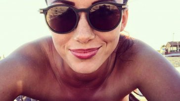 Delphine Wespiser (TPMP) : De nouveaux clichés qui donnent très chaud, ils font baver les internautes !