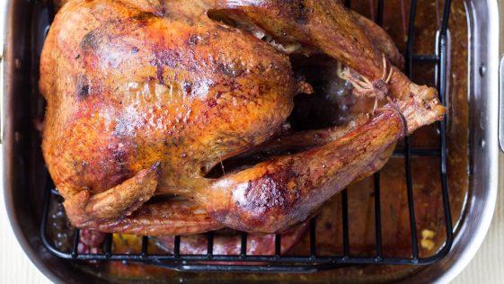 Le Poulet : Cette grosse erreur que nous faisons tous avant sa cuisson, à éviter impérativement !