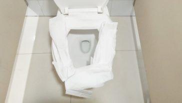 Toilettes: Voici pourquoi il ne faut JAMAIS poser de papier sur la cuvette des WC publiques