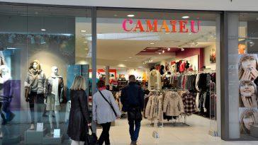 Camaïeu : cette sublime robe en jean indispensable dans votre dressing
