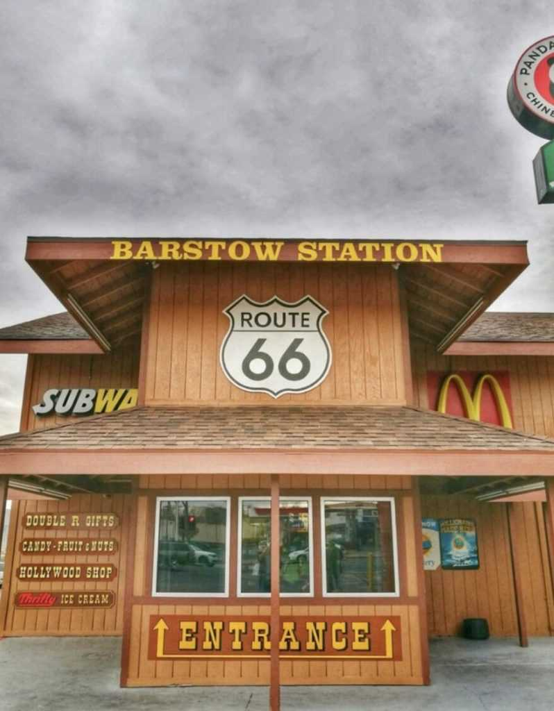 mcdonalds-barstow-station-fausse-gare-californie