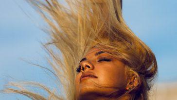 Cheveux : du séchage au nettoyage visage, 5 erreurs à éviter d'urgence
