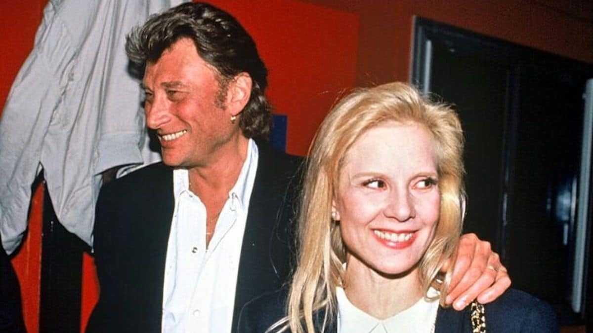 Sylvie Vartan balance un souvenir cauchemardesque avec Johnny Hallyday, « injoignable » lors d'un drame