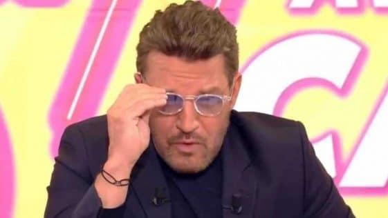 """Benjamin Castaldi opéré des yeux, """"une grosse catastrophe"""" il révèle son visage tuméfié !"""