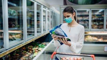 Ces 7 grosses erreurs que nous faisons tous en décongelant les aliments, c'est dangereux !