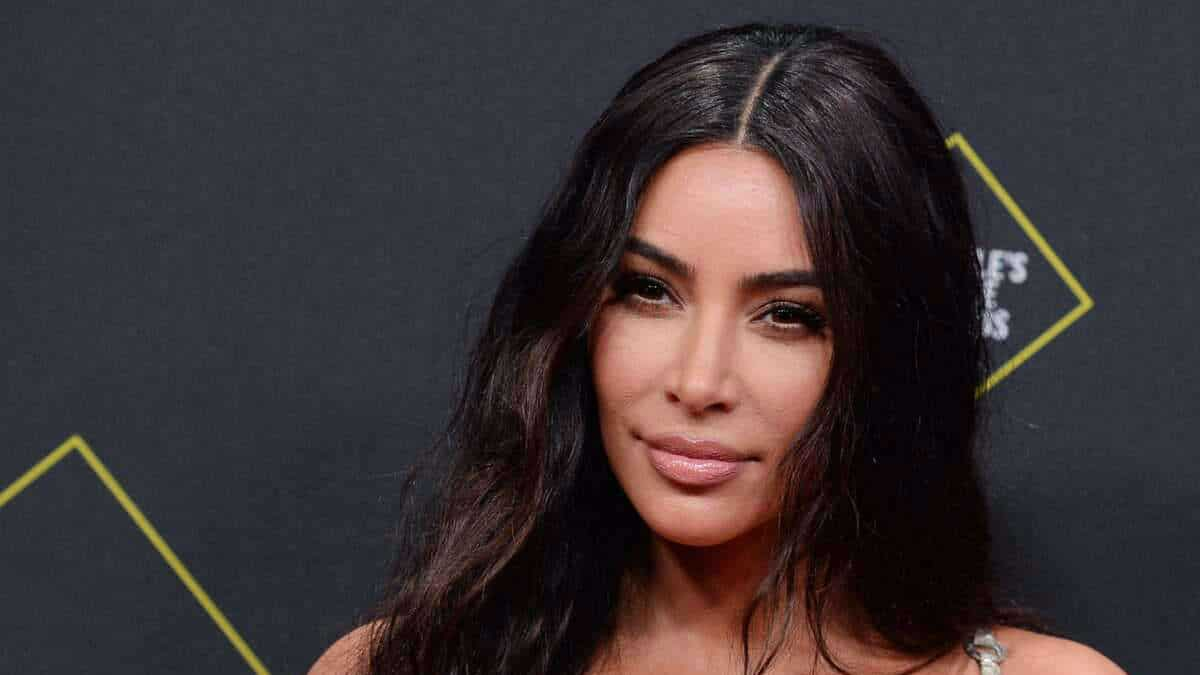 Kim Kardashian in a bustier with a plunging neckline, she makes Internet users drool like never before