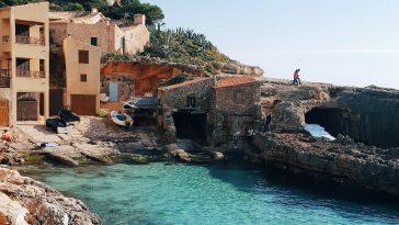 Vacances d'été : quarantaine, test, pass sanitaire, voici tout ce qu'il faut prévoir avant de partir pour un super séjour en Espagne