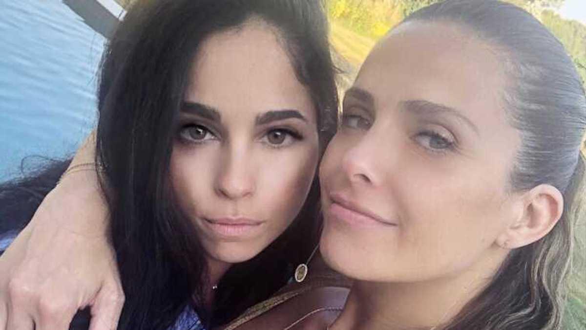 Clara Morgane avec sa sœur Alexandra Munoz dans un jacuzzi, les internautes sont totalement hypnotisés par leur silhouette