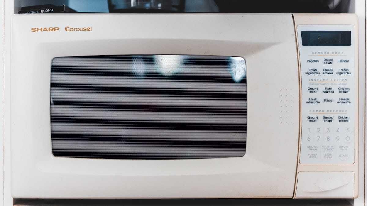 Cuisson micro-onde : Alerte, ces 8 aliments à ne surtout pas préparer comme ça !