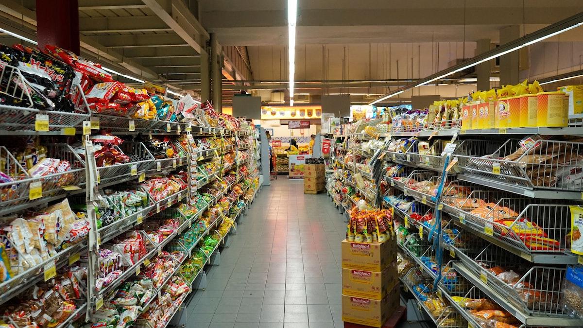 Leclerc, Carrefour, Intermarché... : Que valent réellement les produits premiers prix des hypers ?