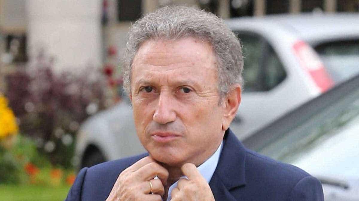 Michel Drucker dans la tourmente : stressé comme jamais, il se réfugie en Provence, dans sa maison à Eygalières !