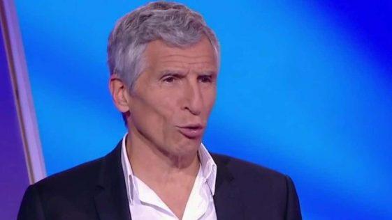 """Nagui furax contre la SNCF, il s'en prend violemment à une candidate """"Répondez à la question !"""""""