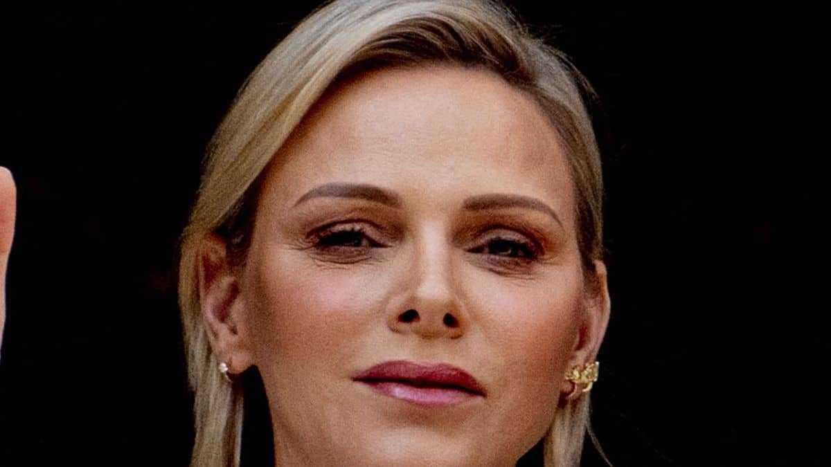 Charlène de Monaco s'affiche comme jamais : en guerrière sud-africaine, elle pointe du doigt