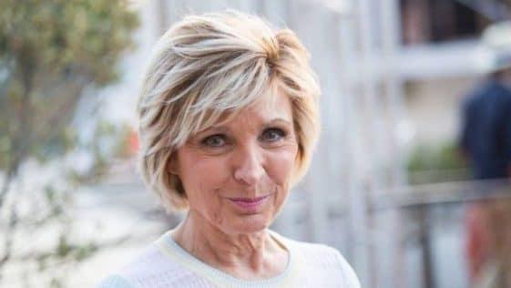 Evelyne Dhéliat : sa grosse remise en question après les critiques fracassantes qu'elle reçoit