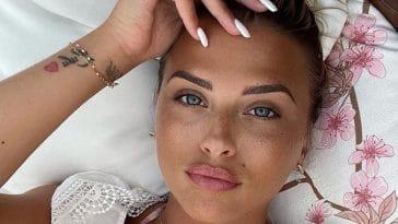 Kelly Vedovelli frappe fort et retourne la tête des internautes : bikinis et décolletés XXL pour une rentrée de folie
