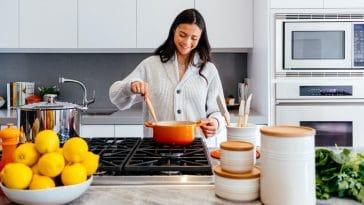 Ménopause : Voici les aliments à éviter impérativement pour ne pas grossir !