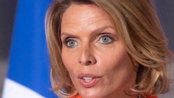 """Sylvie Tellier, """"en virée sauvage"""": elle s'affiche en maillot léopard et embrase la Toile"""