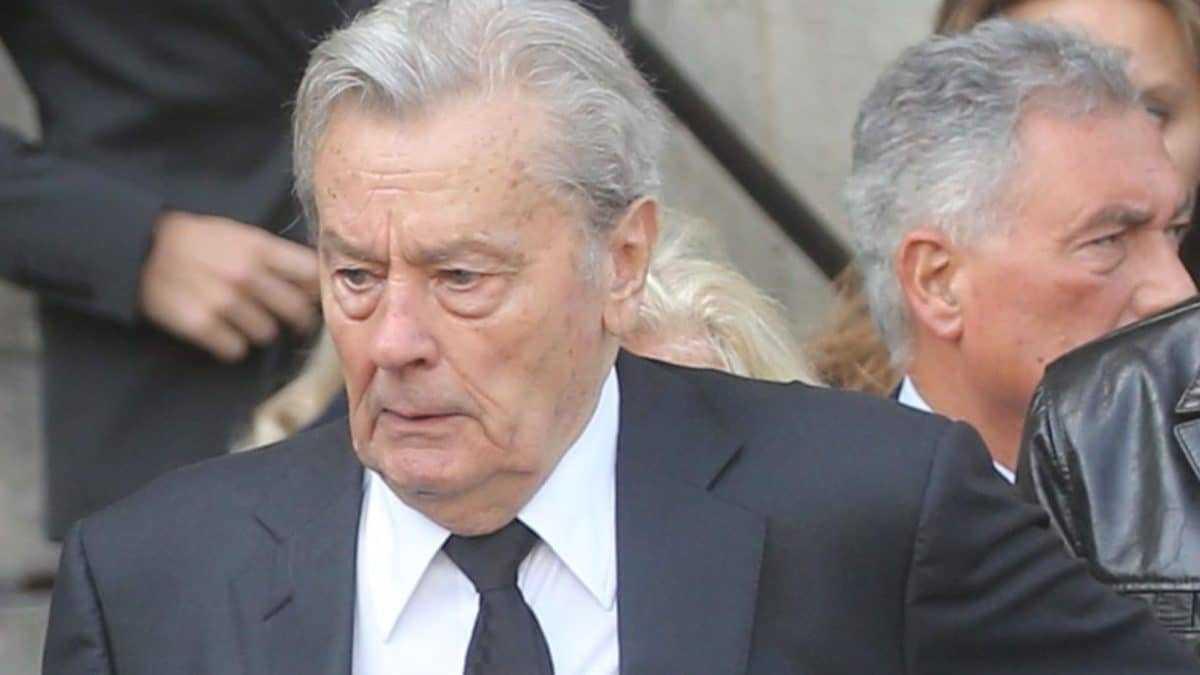 Alain Delon au plus mal, ses larmes devant le cercueil de Jean-Paul Belmondo