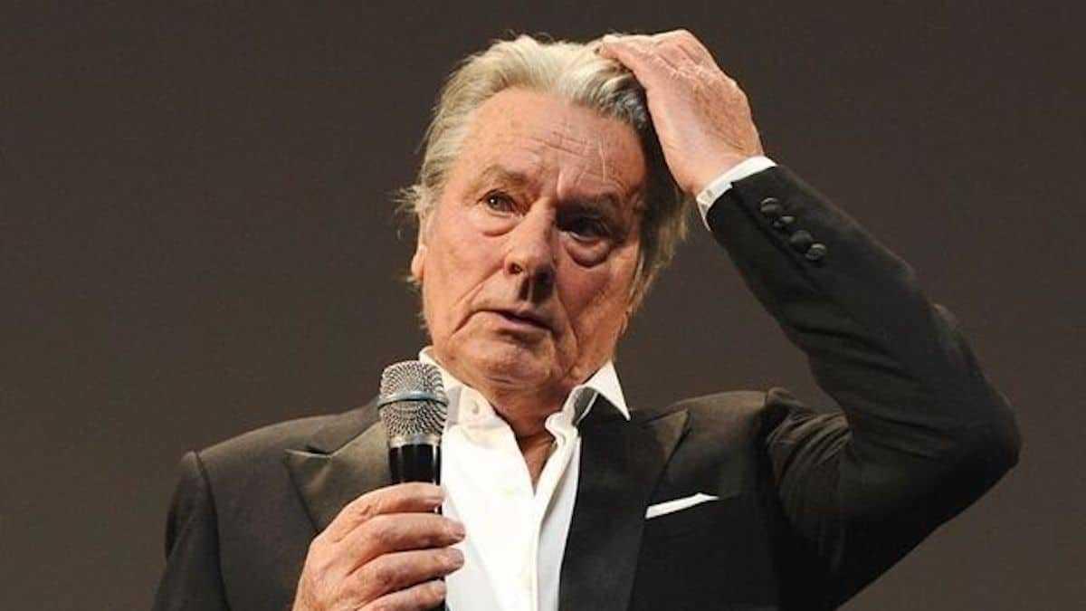 Alain Delon : très alcoolisé, l'acteur entre chez une actrice célèbre en pleine nuit !