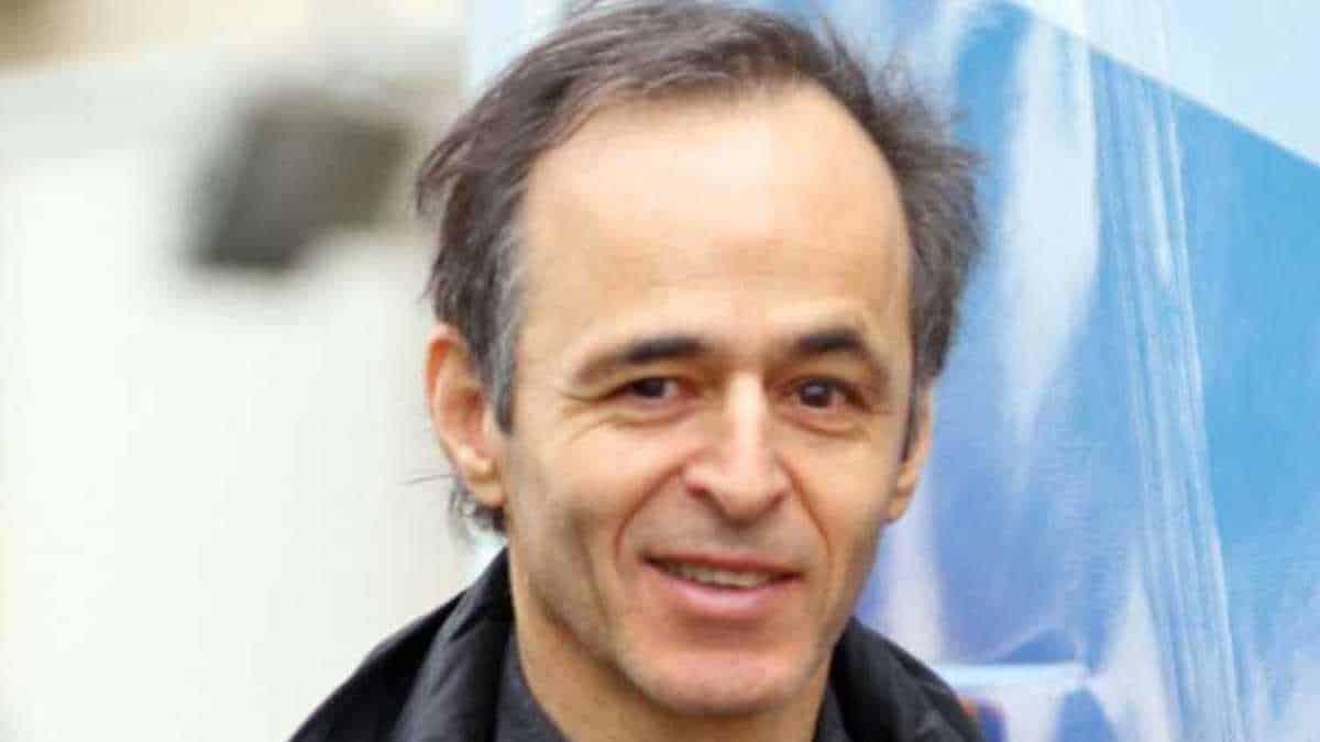 """""""Casse-toi, c'est de la merde"""" : Jean-Jacques Goldman refoulé et mis à la porte, ses débuts très difficiles qu'il a vécus"""