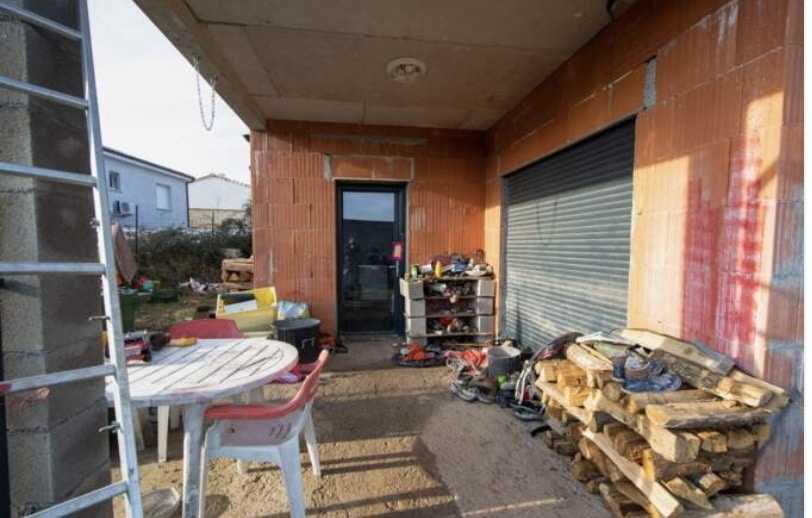 delphine-jubillar-maison-cagnac-les-mines-porche-encombre-photo