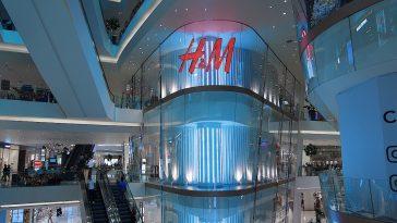 H&M : une pièce très moderne inspirée de marque de luxe Prada