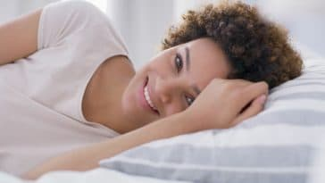 Hygiène : cette erreur fatale que tout le monde fait avec la taie d'oreiller