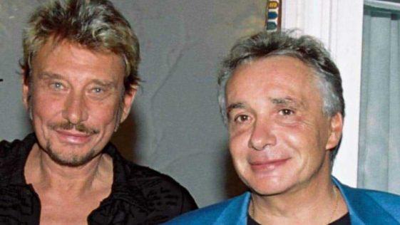 """Johnny Hallyday et Michel Sardou surpris dans le même lit, """"Vous saviez que Sardou et Johnny couchaient ensemble"""""""