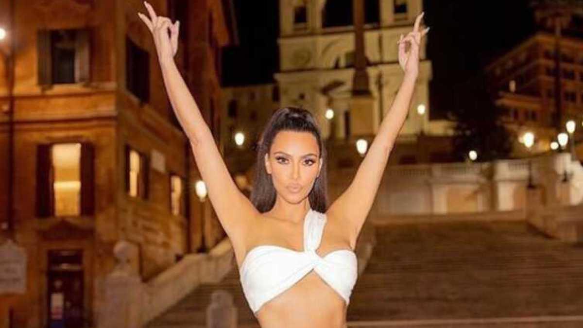 Kim Kardashian en tenue de dominatrice : elle choque la Toile dans son look total cuir extravagant