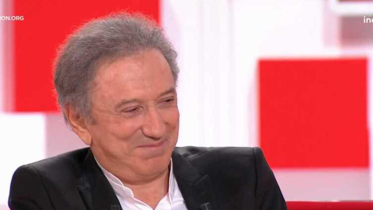 Michel Drucker rend hommage à Jean-Paul Belmondo et raconte comment il l'a aidé après son AVC en 2001