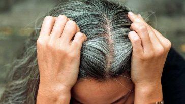 Cheveux blancs: Cette astuce géniale pour les faire disparaître naturellement, d'après la science